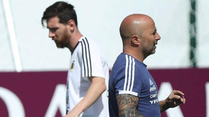 لیونل مسی از بازی کردن برای آرژانتین رنج میبرد - 3
