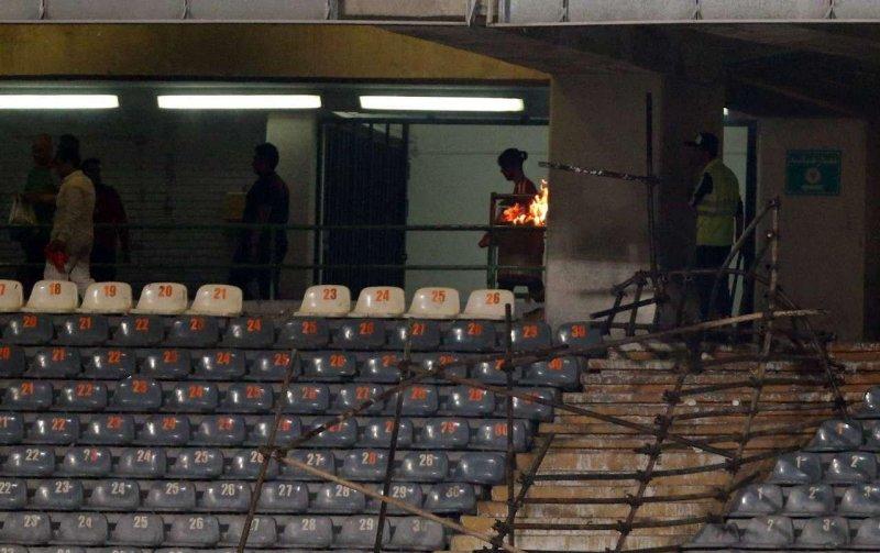 مصاف آب و آتش در شب ملتهب آزادی (عکس)