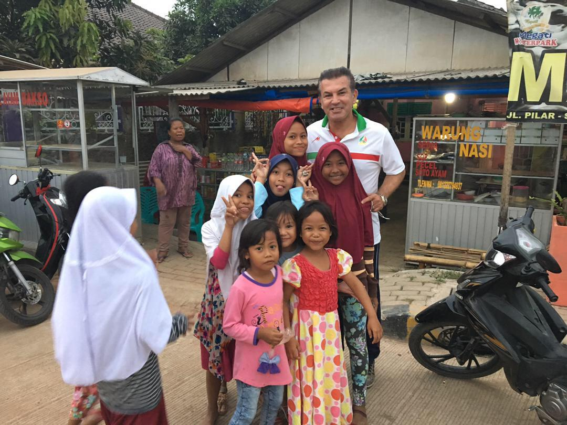 گلزن قرن محبوب در کوچه پس کوچههای جاکارتا