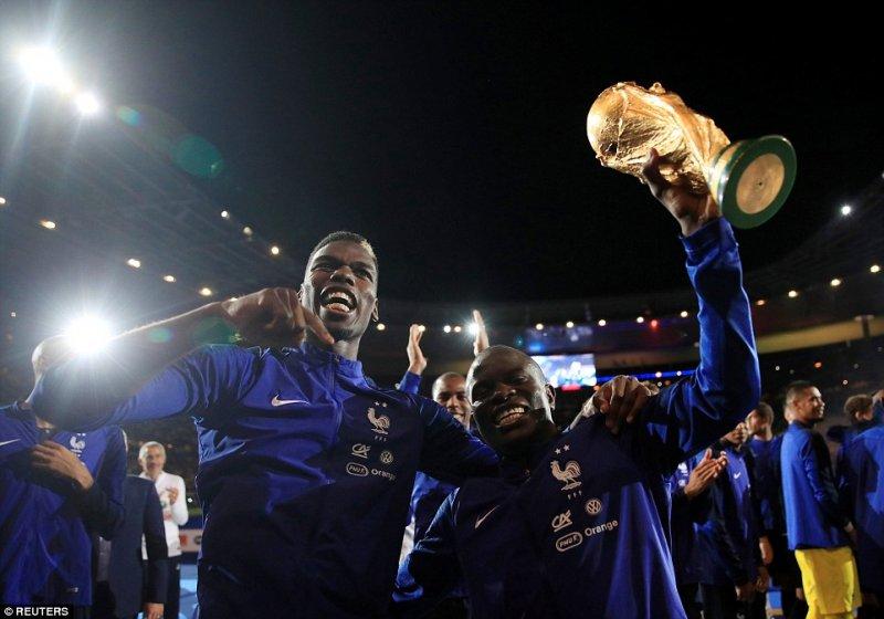 جشن قهرمانی فرانسه؛ سکانس دوم (عکس)