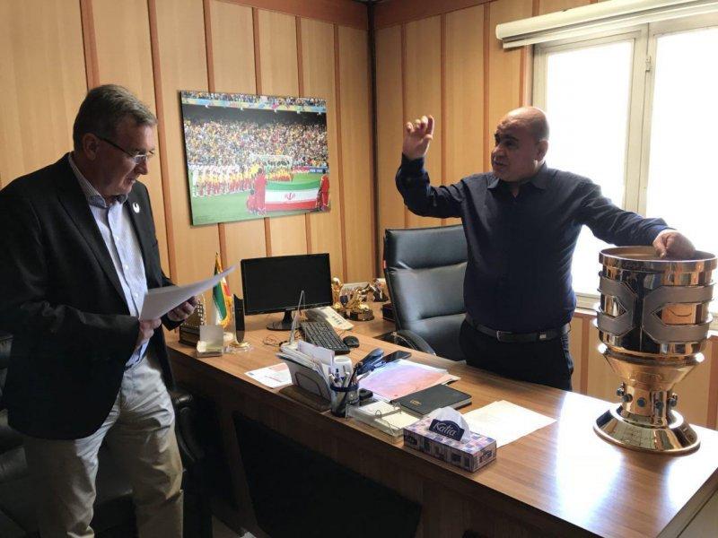 برانکو جام سوپرکاپ را در آغوش گرفت