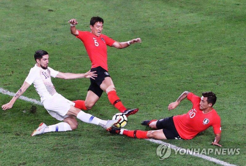 تساوی کره و شیلی در ورزشگاه جام جهانی(عکس)
