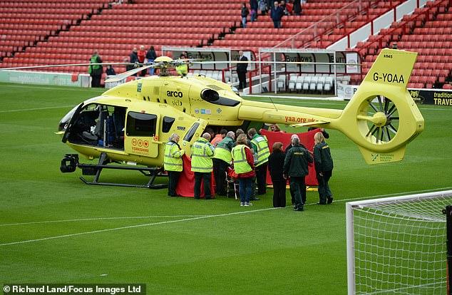 آمبولانسی که بازی را به تعویق انداخت (عکس)