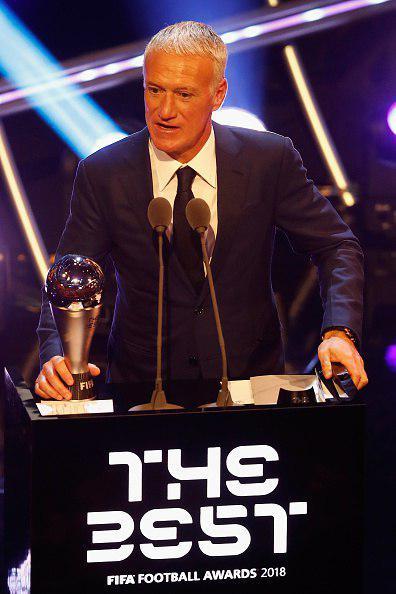 دشان، مربی سال فوتبال جهان شد (عکس)