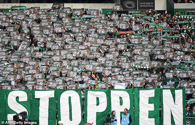 سکوت 20دقیقهای هواداران آلمانی در استادیومها