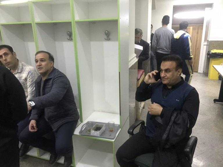 ستاره سابق استقلال در رختکن تیم سرخ! (عکس)