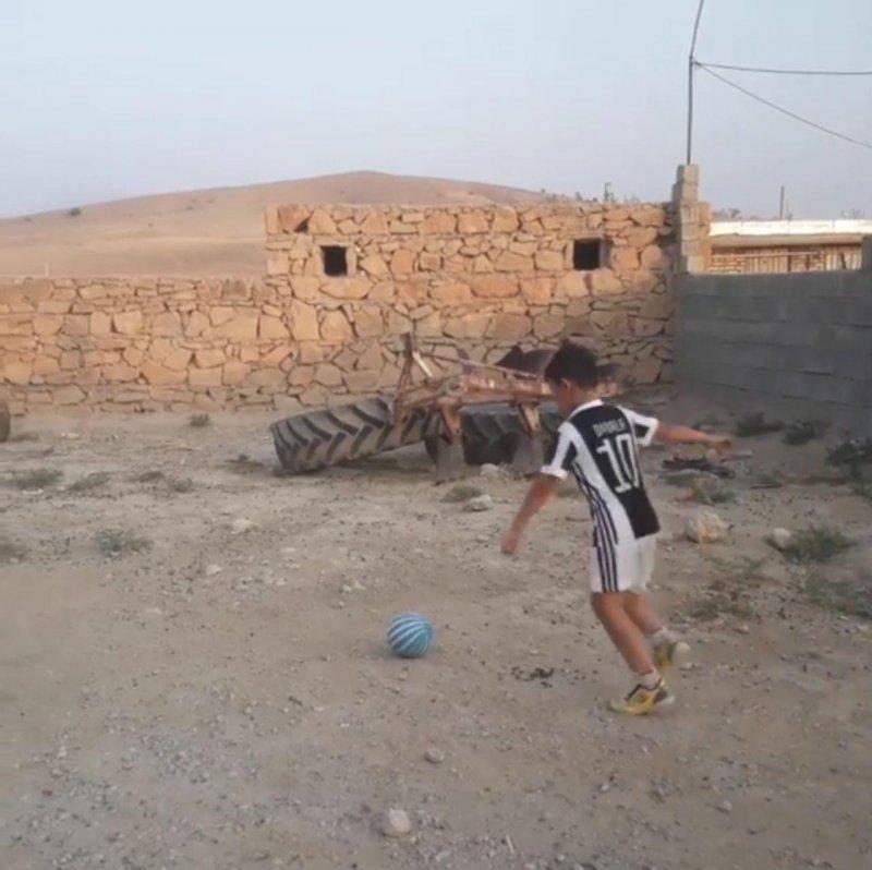 01350534 - من پائولو دیبالا هستم، 10 ساله از دهدشت - ستاره آرژانتینی در به در به دنبال امیرمحمد علامه