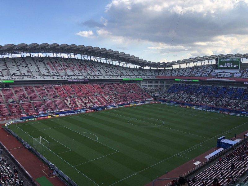 تصاویری از نظم عجیب هواداران ژاپنی برای ورود به ورزشگاه