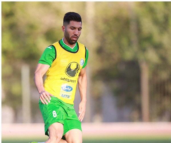 فوتبال درون تیمی استقلال با پیراهن نا متعارف (عکس)
