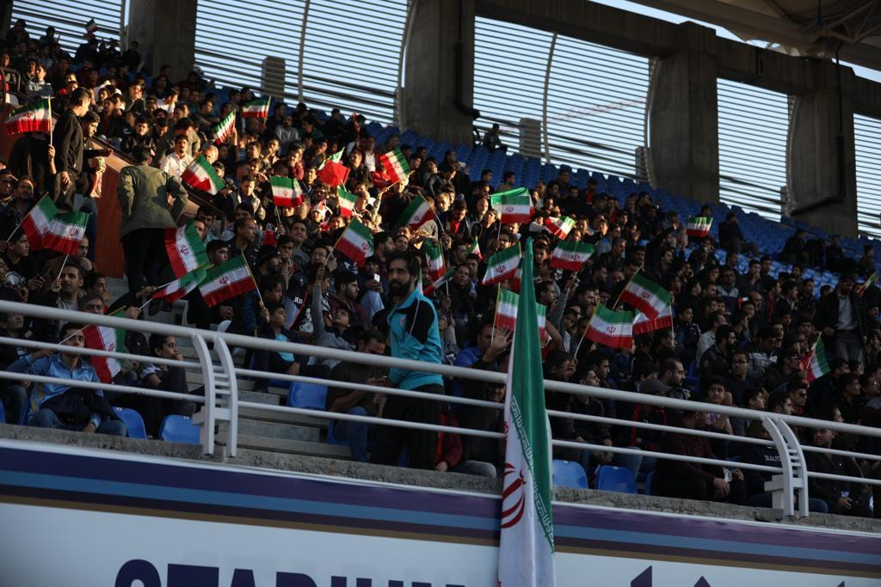رقص پرچم ایران روی سکوهای تبریز و مشهد(عکس)