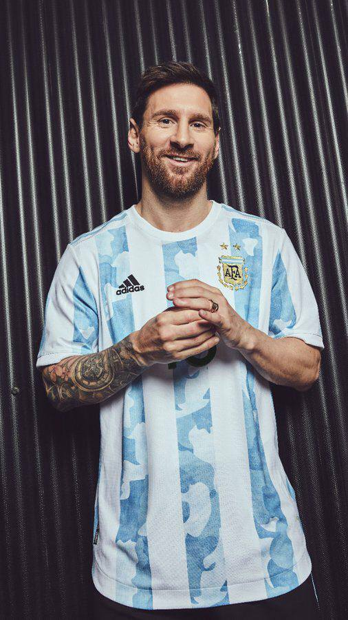 رونمایی از طرح جذاب پیراهن تیم ملی آرژانتین/عکس