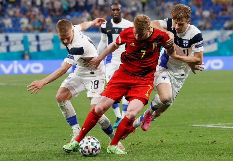 دی بروین بهترین بازیکن بلژیک– فنلاند (عکس)