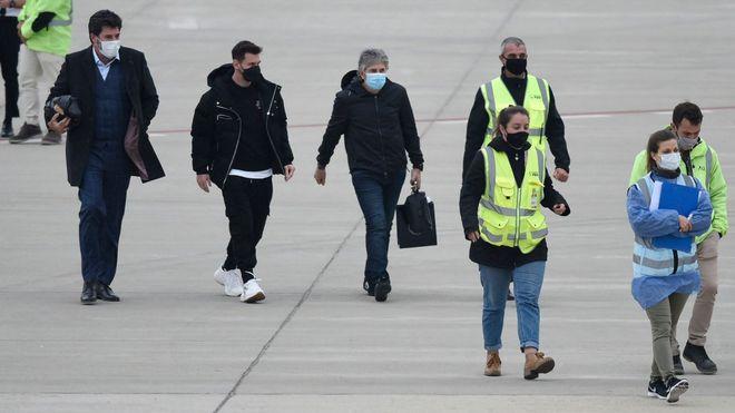 تاخیر در پرواز مسی به دلیل تهدید بمب گذاری