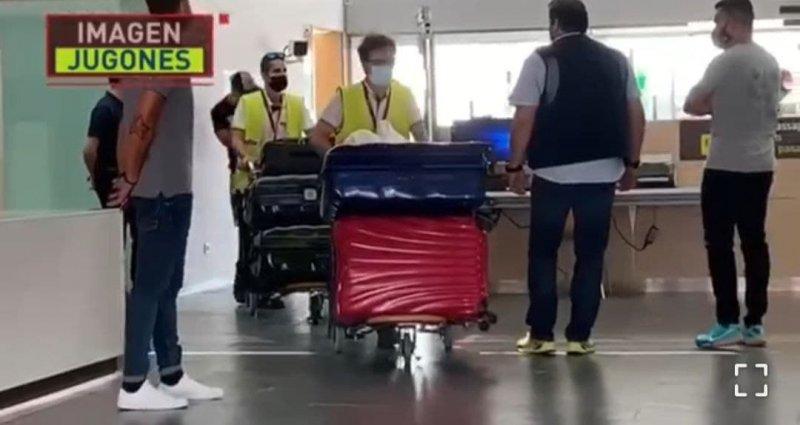 لیونل مسی وارد بارسلونا شد (عکس)