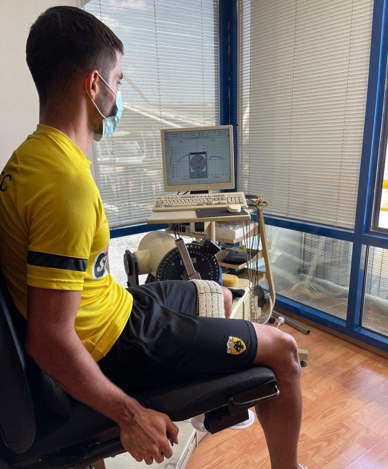 میلاد محمدی در تستهای پزشکی تیم یونانی/عکس