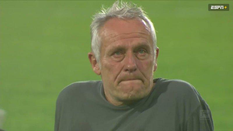اشک مربی در آمد؛ وداع گریان با ورزشگاه قدیمی/عکس