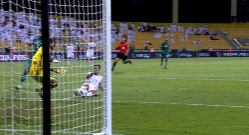 طلسم مسی روی ساق مهاجم تیم ملی امارات! (عکس)