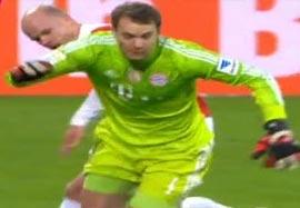خروج فوق العاده نویر در بازی با آگزبورگ