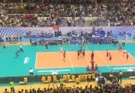 امتیاز آخر والیبال ایران-آمریکا از نمای تماشاچیان(اختصاصی ورزش۳)