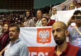 همخوانی هواداران لهستانی هنگام پخش سرود کشورشان(اختصاصی)