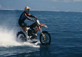 موتور سواری بر روی آب