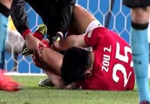 مصدومیت شدید بازیکن گوانگژو در بازی با بارسلونا
