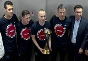 بازگشت بازیکنان بارسلونا با جام قهرمانی جهان