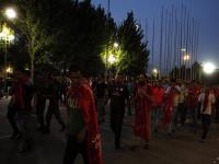 تجمع هواداران معترض مقابل باشگاه تراکتورسازی