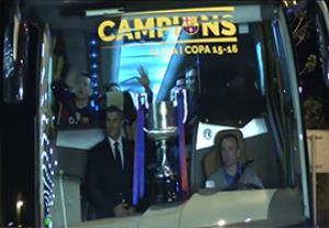 شادی هواداران بارسلونا پس از قهرمانی در جام حذفی