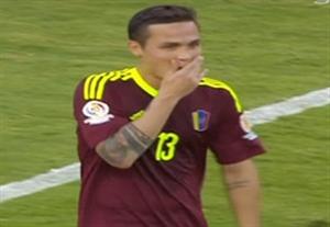 پنالتی عجیب بازیکن ونزوئلا مقابل آرژانتین