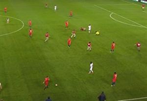جیمی جامپ و زمین خوردن جالب همه در بازی کلمبیا-شیلی