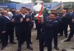 خروج بازیکنان پرتغال با جام از فرانسه