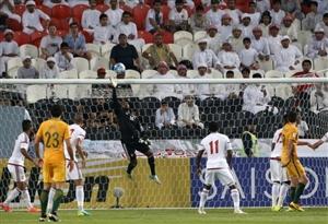 بازی در کنار ٤٠ هزار اماراتی سخت بود