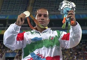 مراسم اهدای مدال نقره قلعه ناصری در پرتاب دیسک
