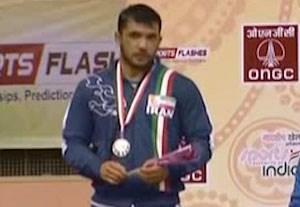 اهدای مدال نقره شهبازی در کشتی آزاد قهرمانی آسیا