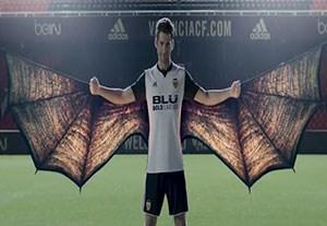 کلیپ خلاقانه رونمایی پیراهن جدید والنسیا