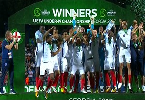 مراسم اهدای جام قهرمانی به تیم انگلیس