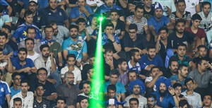 جنجال هواداران استقلال در دقایق پایانی