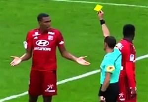 واکنش تند داور به اعتراض بچگانه بازیکن لیون