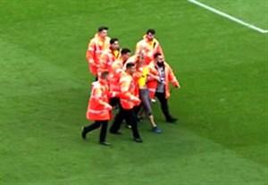 ورود جیمی جامپ جدایی طلب کاتالونیا به بازی بارسلونا