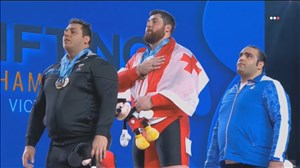 اهدای مدال های دسته 105+ کیلوگرم قهرمانی جهان