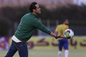 از علی کریمی قاطع حمایت میکنیم