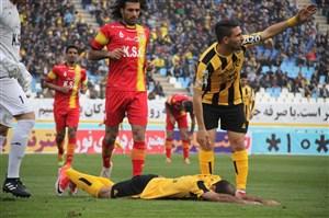 نویدکیا برای درمان به تهران سفر میکند