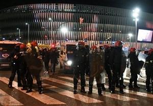 یک دقیقه سکوت به احترام پلیس کشته شده اسپانیایی