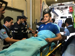 انتقال مجید حسینی به بیمارستان پس از مصدومیت