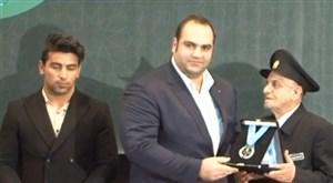 اهدایدو مدال وزنه برداران کشور به موزه آستان قدس