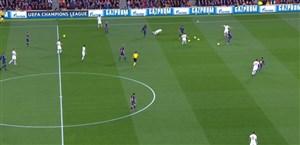 تشویق هواداران بارسا و توقف بازی به دلیل پرتاب بادکنک