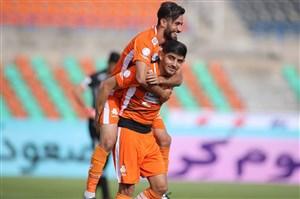 علی دایی امیدوار به جوانهای نارنجی پوش