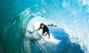 رکورد شکنی رودریگو موج سوار برزیلی به ارتفاع 25 متر