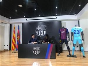 ساموئل اومتیتی تا 2023 با بارسلونا تمدید کرد
